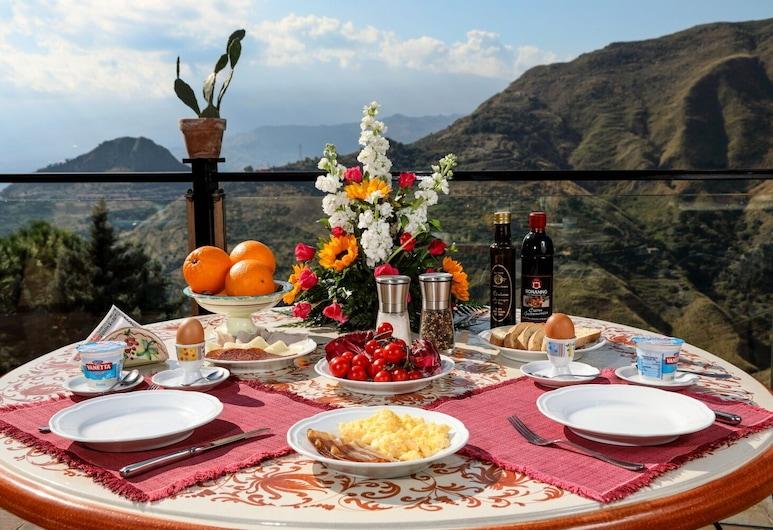 Hotel Villa Sonia, Castelmola, Açık Havada Yemek