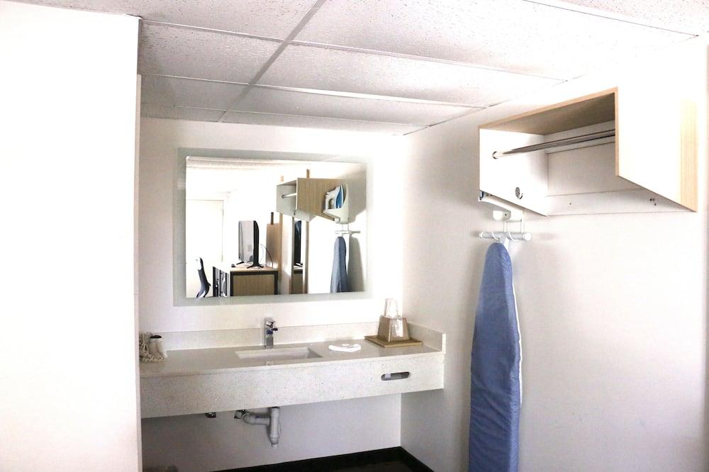 ห้องสแตนดาร์ดดับเบิล, เตียงใหญ่ 2 เตียง - ห้องน้ำ