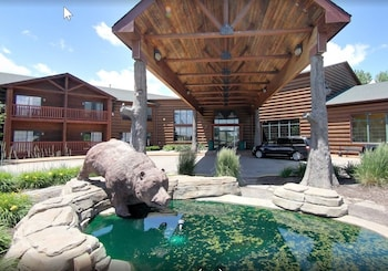 Picture of Grizzly Jack's Grand Bear Resort in Oglesby