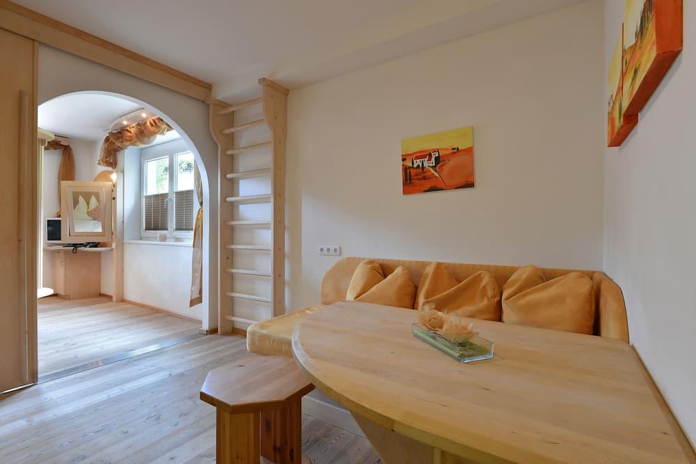 公寓 (Kleines Bernstein) - 客廳