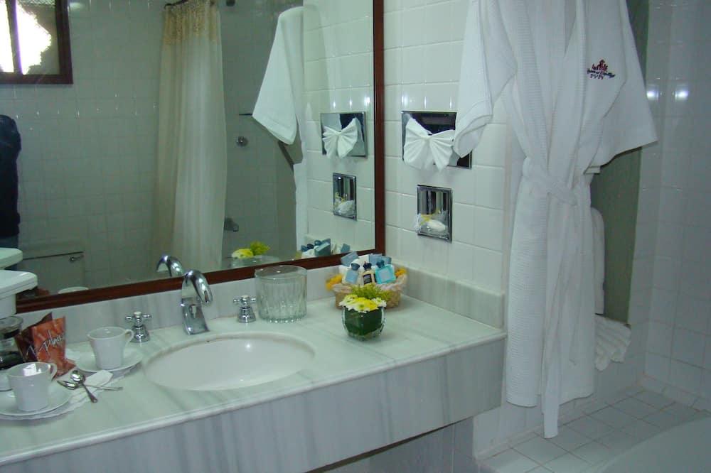 スタンダード ダブルルーム ダブルベッド 2 台 - バスルーム