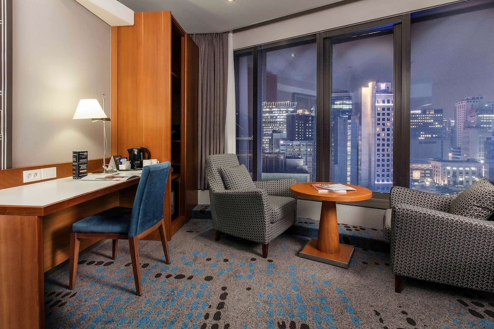 Junior Suite, 1 King Bed - City View