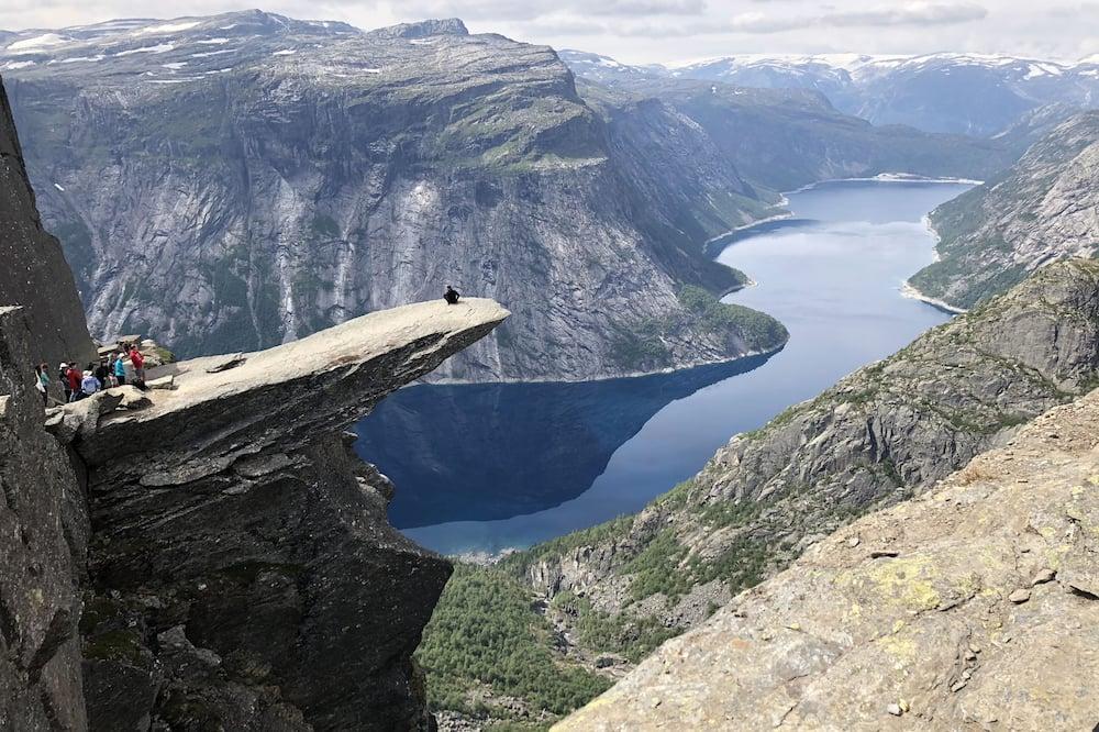 Đi bộ leo núi
