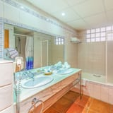 Double Room, Sea View (3 Adults) - Bathroom
