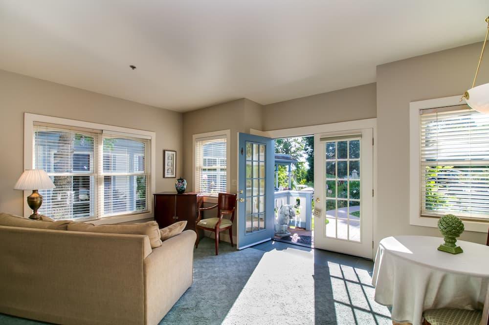 Suite, 1 Tempat Tidur Queen dengan tempat tidur Sofa (Courtyard) - Area Keluarga