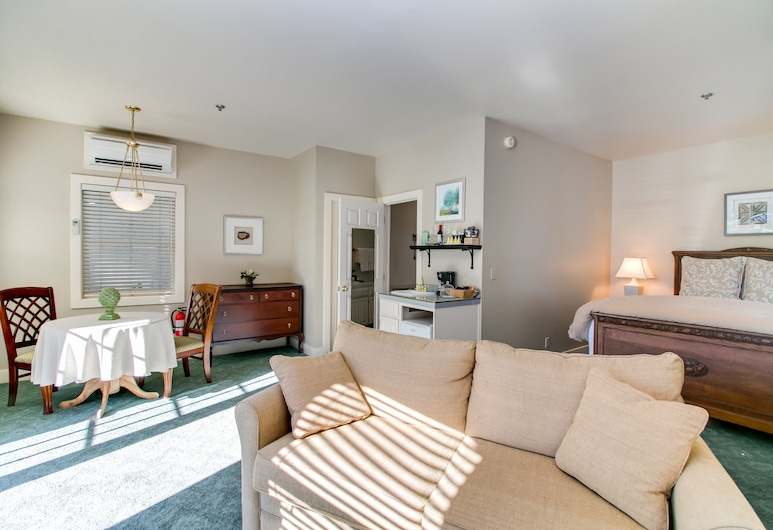 Winchester Inn, Ashland, Suite, 1 queen size krevet i kauč na rasklapanje (Courtyard), Dnevni boravak