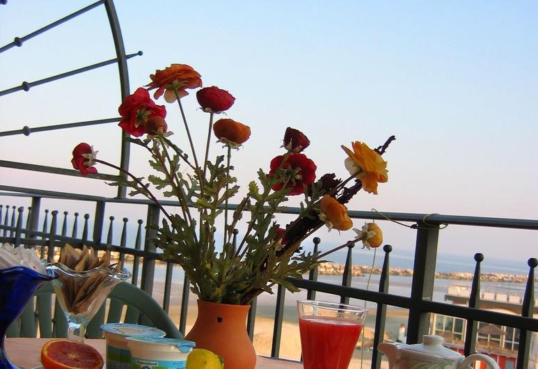 Hotel Estate, Rimini, Romantické apartmá, 2 ložnice, propojené pokoje, orientovaný směrem k oceánu (Novecento), Terasa restaurace