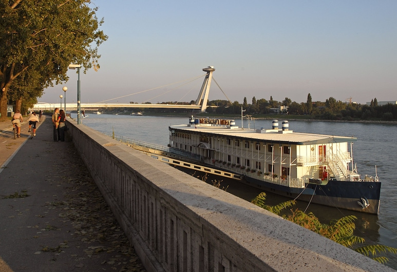 Botel Marina, Bratislava, Hotel Front