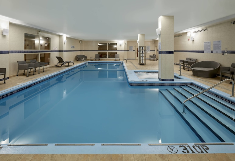 Courtyard by Marriott Montreal Airport, Montreal, Piscina
