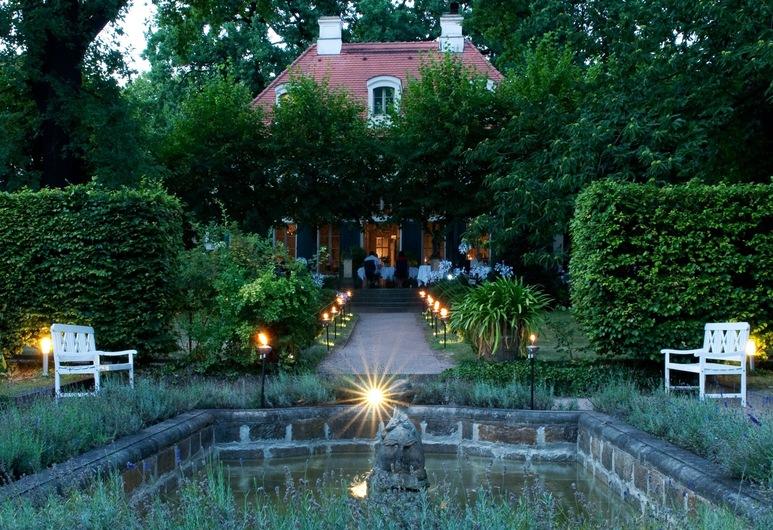 Hotel Villa Sorgenfrei & Restaurant Atelier Sanssouci, רדנבאול, גינה