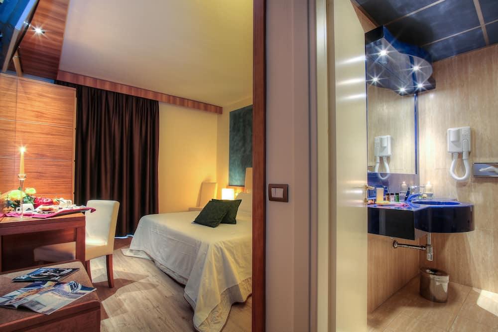 Doppelzimmer, Mehrere Betten - Badezimmer