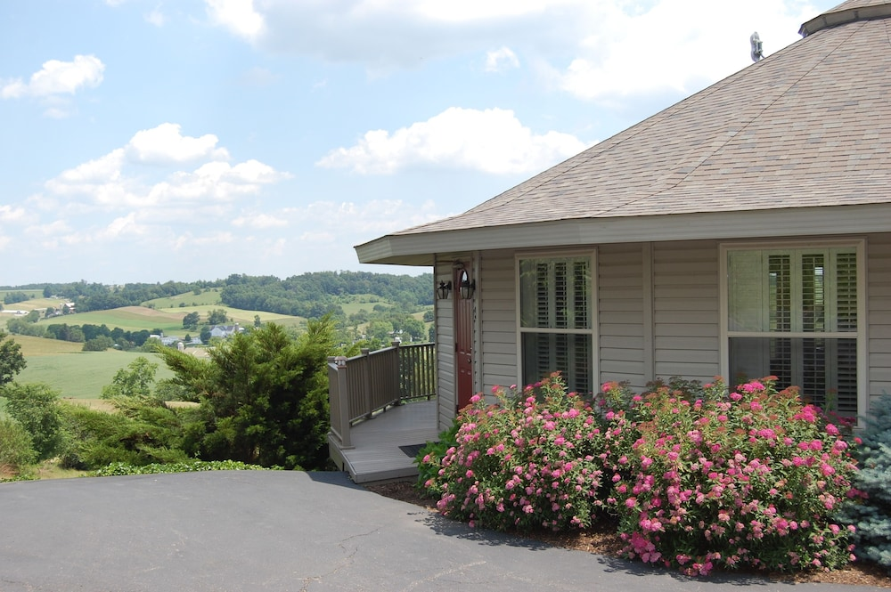 Holmes With A View Millersburg