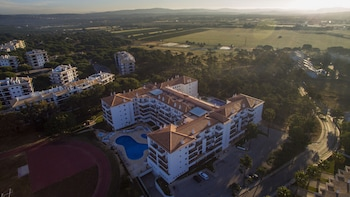 Enter your dates to get the Albufeira hotel deal