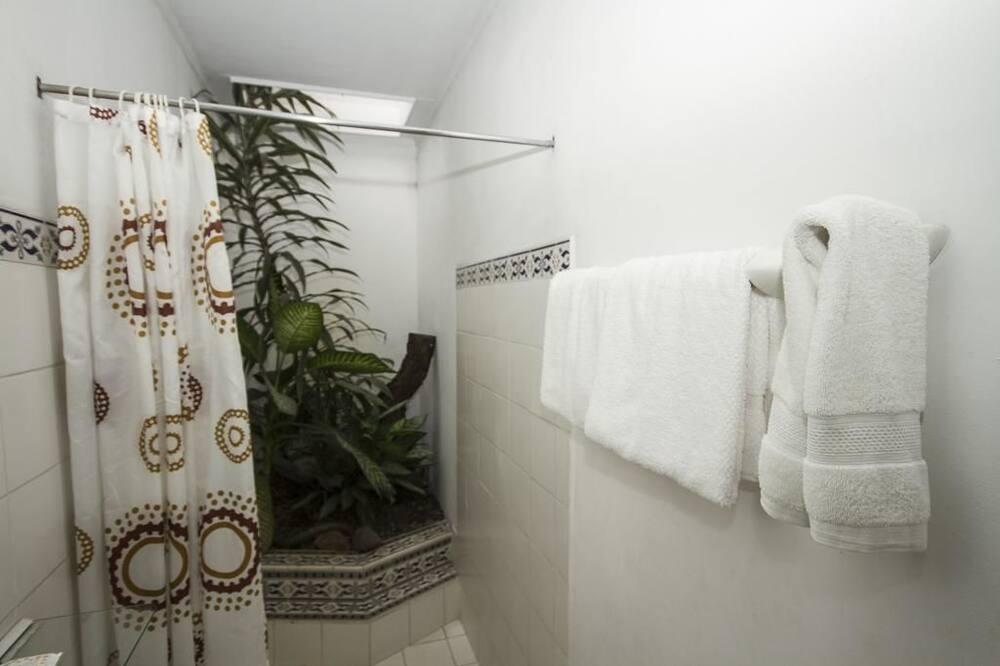 ห้องดีลักซ์, เตียงควีนไซส์ 2 เตียง - ห้องน้ำ