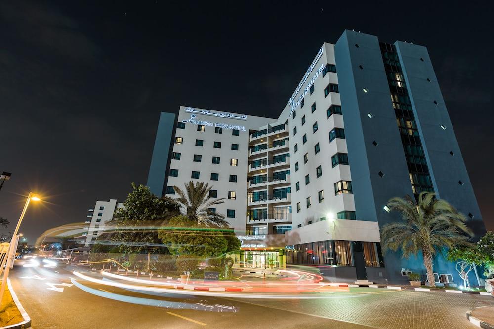 Arabian park hotel dubai info photos reviews book at for Ten star hotel in dubai