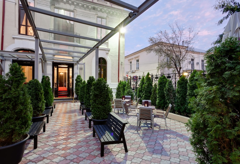 Le Boutique Hotel Moxa, Bukurešt, Restoran na otvorenom