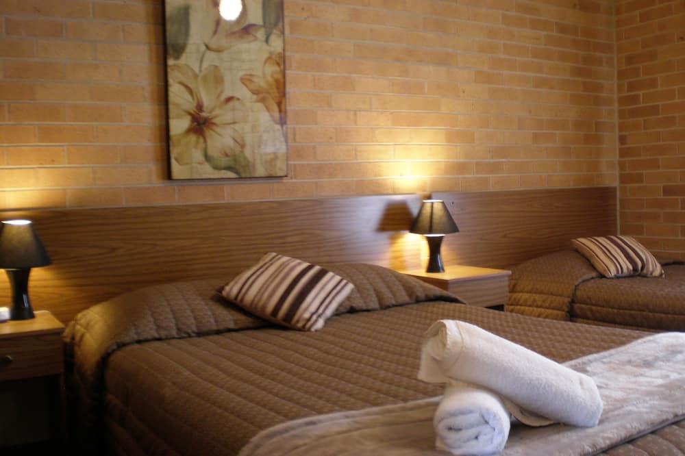 Twin Room - Living Room