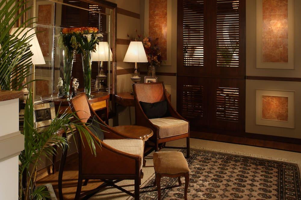 Phòng Suite Deluxe, 1 giường cỡ king và sofa giường - Khu phòng khách