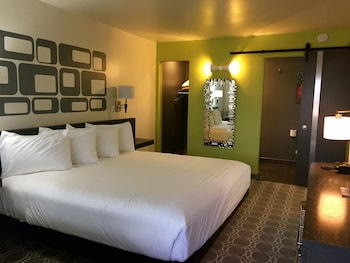 Picture of University Inn & Suites in Tempe