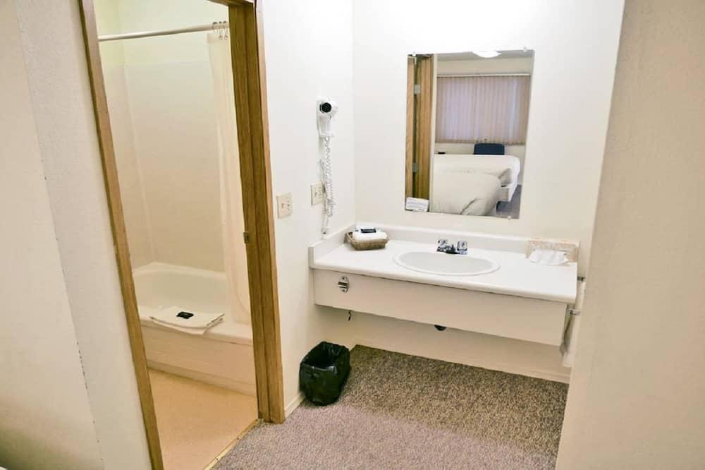 Huone, 2 parisänkyä, Tupakointi kielletty (Annex Building (Pets allowed)) - Kylpyhuone