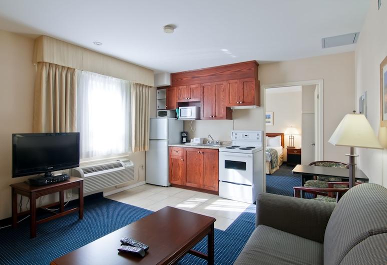 Travelodge by Wyndham Trenton, Quinte West, Suite, 1 Queen-Bett, Nichtraucher, Wohnbereich