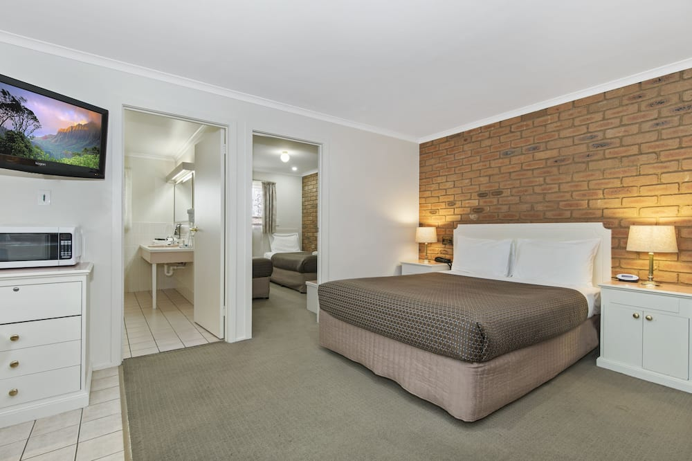 Family Suite, 2 Bedrooms, Non Smoking (Standard Family 2+) - Guest Room