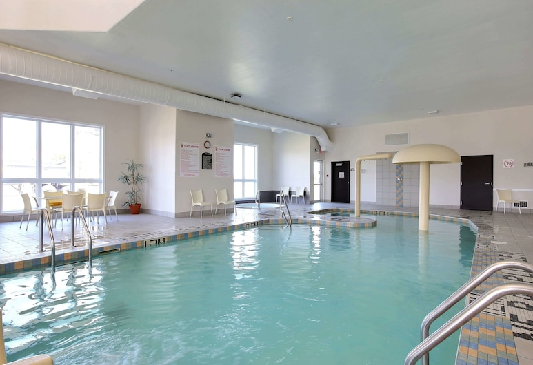 Super 8 by Wyndham Trois-Rivieres, Trois-Rivieres, Pool