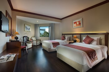 Enter your dates to get the Halong hotel deal