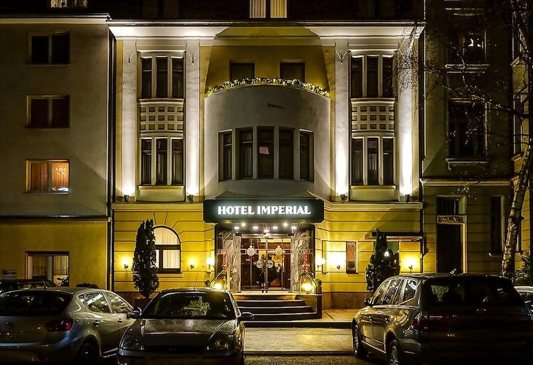Hotel Imperial, Colonia, Entrada del hotel (tarde o noche)