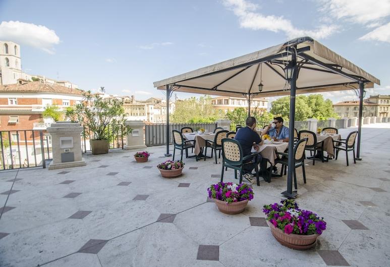 Hotel Iris, Perugia, Terrass