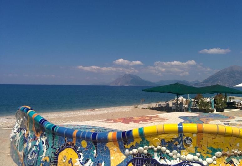 델피니 호텔, Patras, 해변