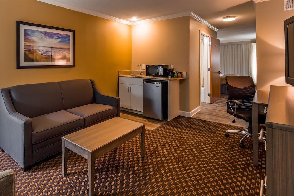 Suite, 2 Tempat Tidur Queen, non-smoking, lemari es & microwave (Third bed is a Sofabed) - Area Keluarga