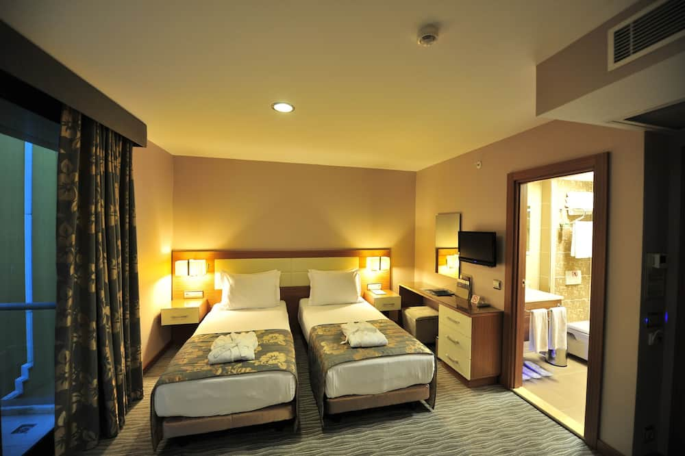 Deluxe Double or Twin Room, 1 Double or 2 Twin Beds - Living Area