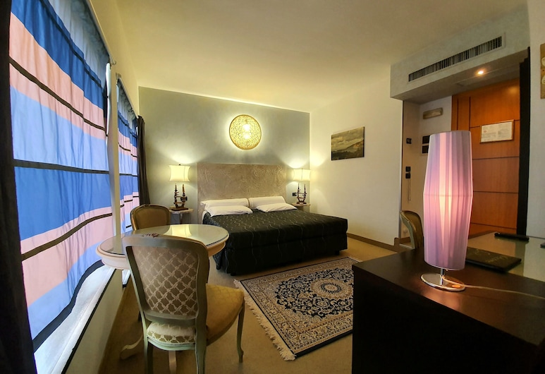 Feel Inn - Venice Airport Luxury Rooms, Mestre, Superior Double Room, Guest Room