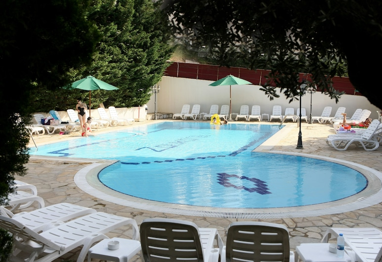 Zoukotel Hotel, Džunija, Lauko baseinas