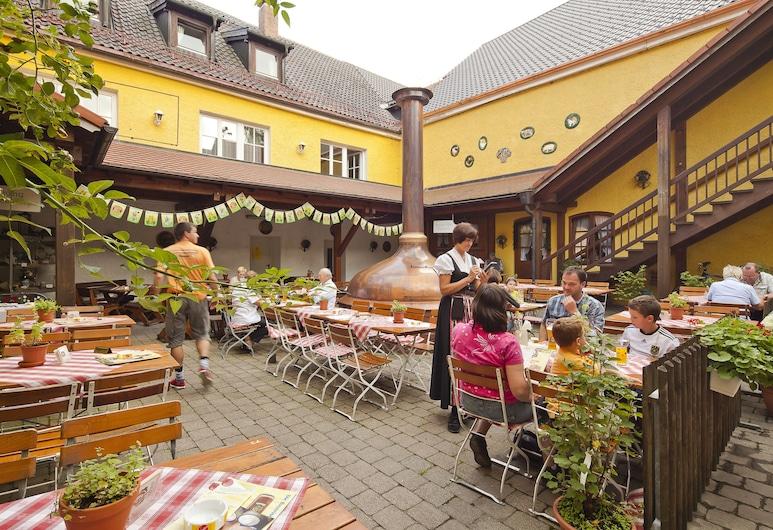 Brauerei Gasthof Hotel Post, Nesselwang, Stravovanie vonku