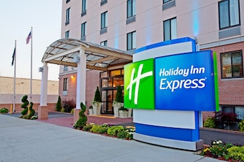 Picture of Holiday Inn Express Brooklyn in Brooklyn