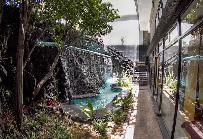 El Diplomatico Hotel, Mexico City, Property Grounds