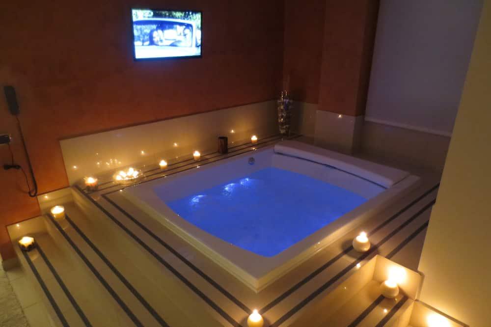 Studio Suite, 1 King Bed, Hot Tub - Indoor Spa Tub