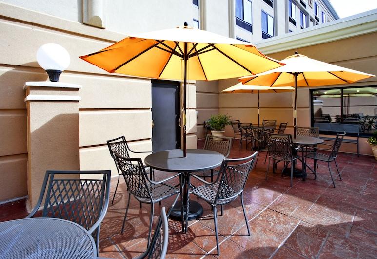 Holiday Inn & Suites Ann Arbor Univ Michigan Area, an IHG Hotel, Ann Arbor, Restauration en terrasse