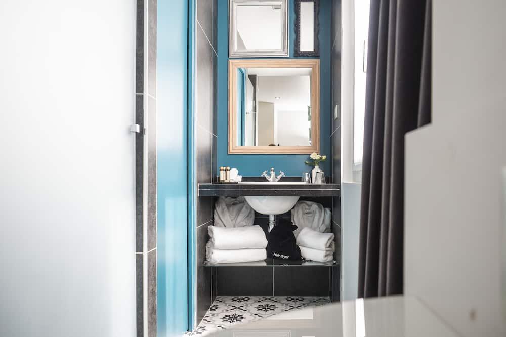 Habitación superior, habitaciones comunicadas - Baño