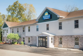 Picture of Days Inn & Suites Sellersburg in Sellersburg