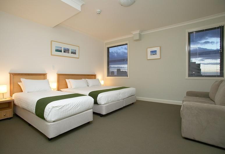 Hotel Sophia, Melbourne, Standard Triple Room, Guest Room View