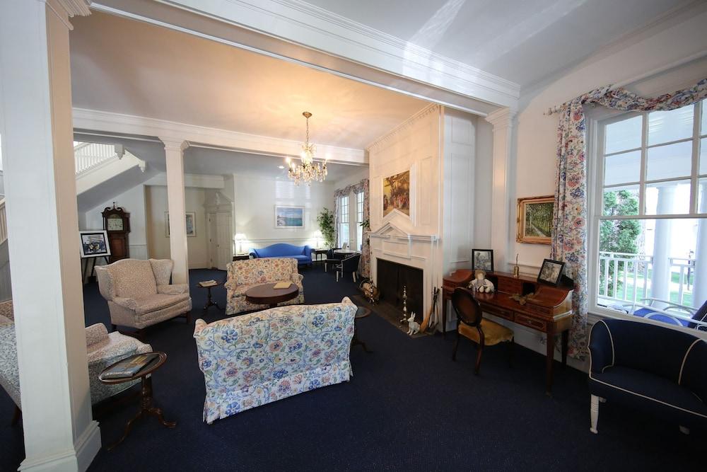 Colonial Inn In Harbor Springs Lobby