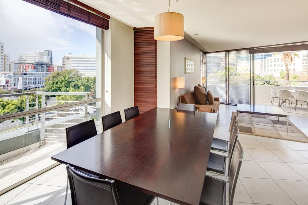 Superior Apartment, 2 Bedrooms - In-Room Dining