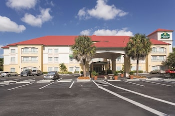 Picture of La Quinta Inn & Suites Fort Myers Airport in Fort Myers