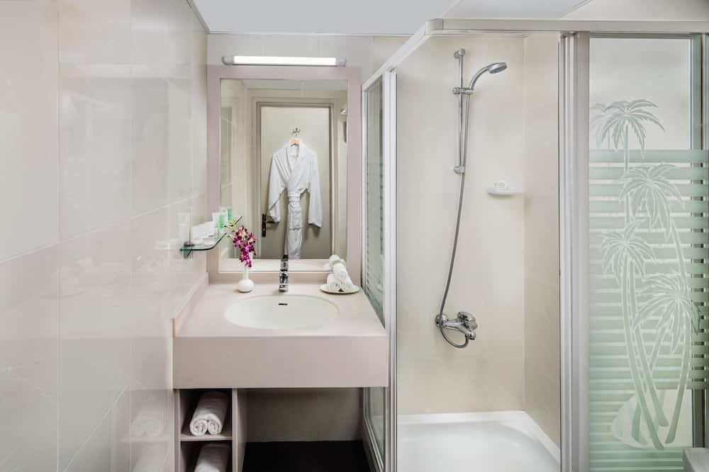 Interconnecting Rooms - Bathroom