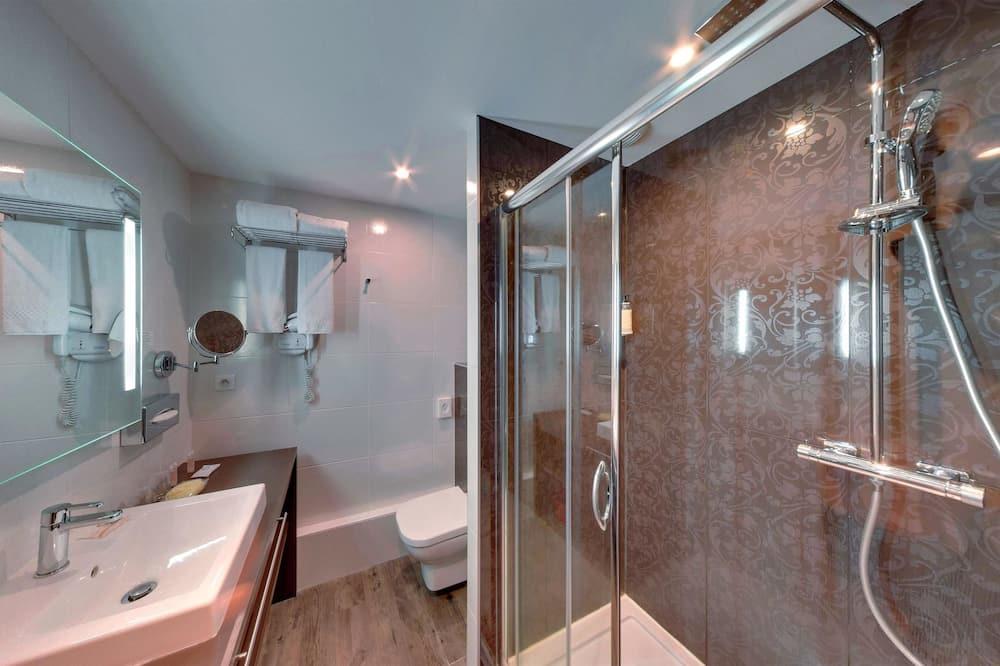Family Double Room, 2 Bedrooms (Adjacentes non communicantes) - Bathroom