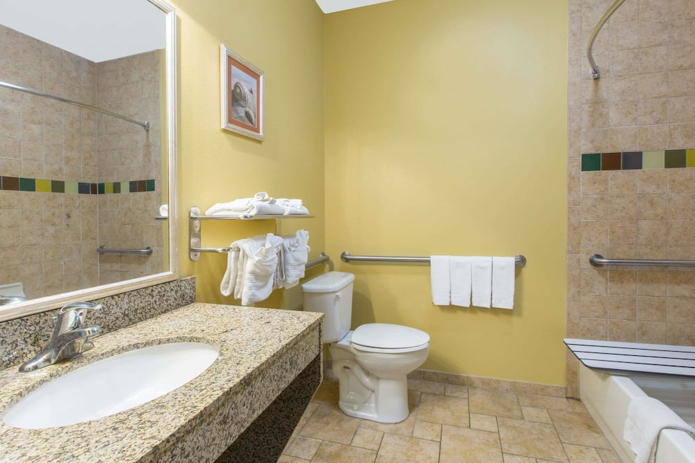 ห้องพัก, เตียงควีนไซส์ 2 เตียง, พร้อมสิ่งอำนวยความสะดวกสำหรับผู้พิการ - ห้องน้ำ