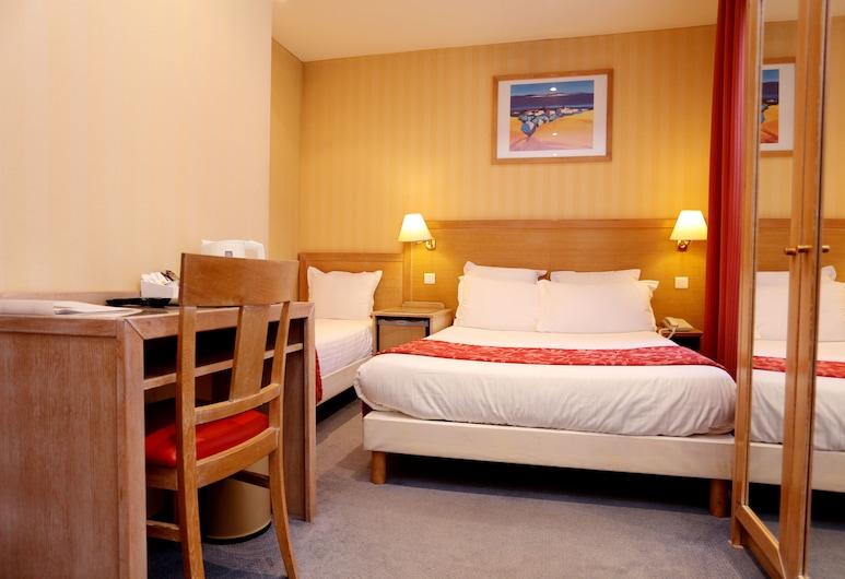 Grand Hotel Dore, Paris, Triple Room, Guest Room